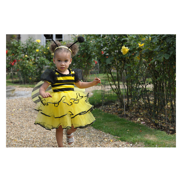You can dress up girls, boys, babies, animals or couples for many different occasions! Choose from a huge selection of wardrobes full of clothes and accessories for cool events. You can even choose celebrities, princesses,mermaids, fairies or magical creatures to dress up.